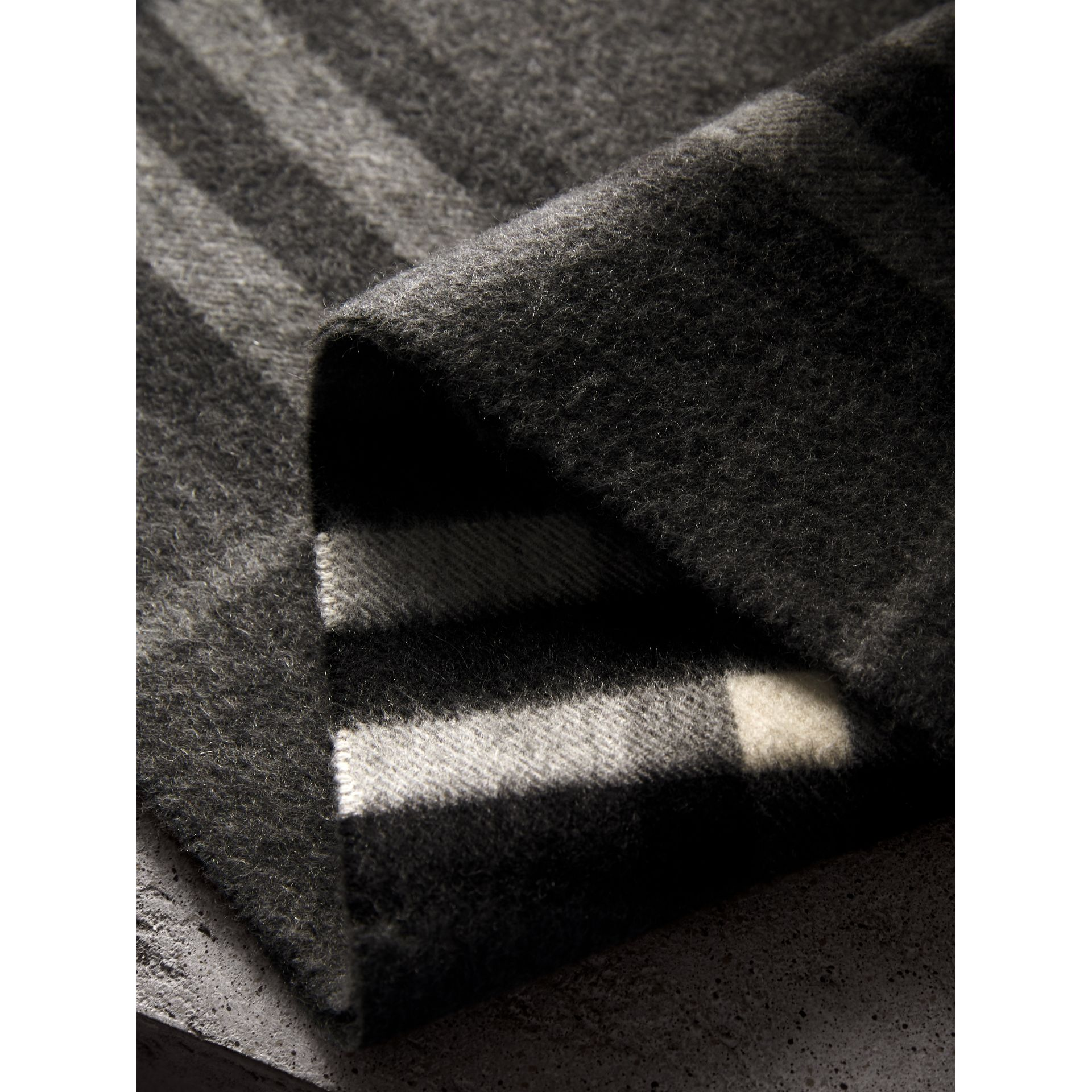 The Classic Check Cashmere Scarf in Mid Grey | Burberry Singapore - gallery image 4