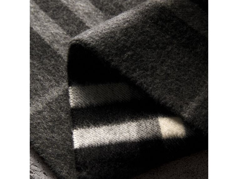 The Classic Check Cashmere Scarf in Mid Grey | Burberry Singapore - cell image 4