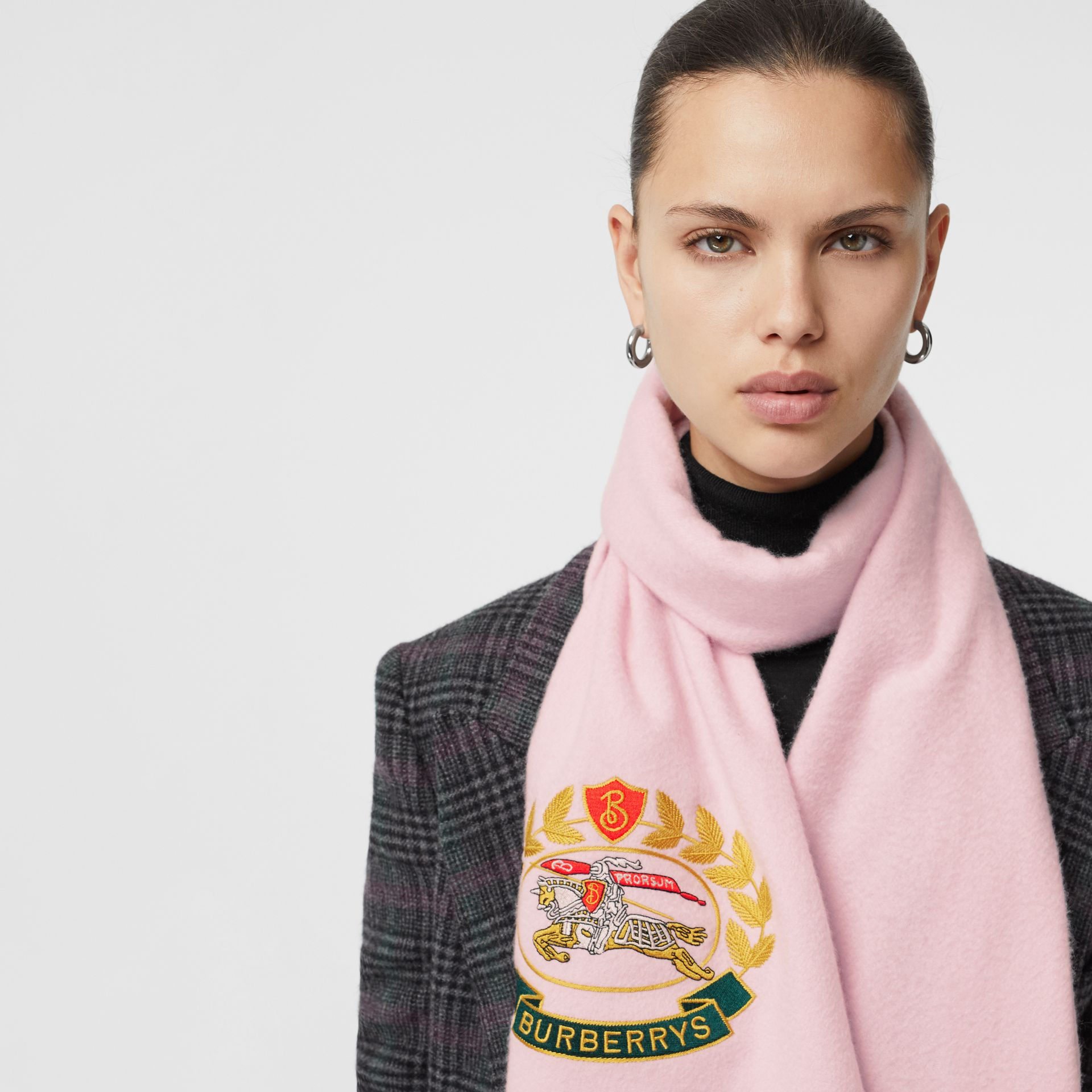 The Classic Cashmere Scarf with Archive Logo in Pale Rose | Burberry - gallery image 5