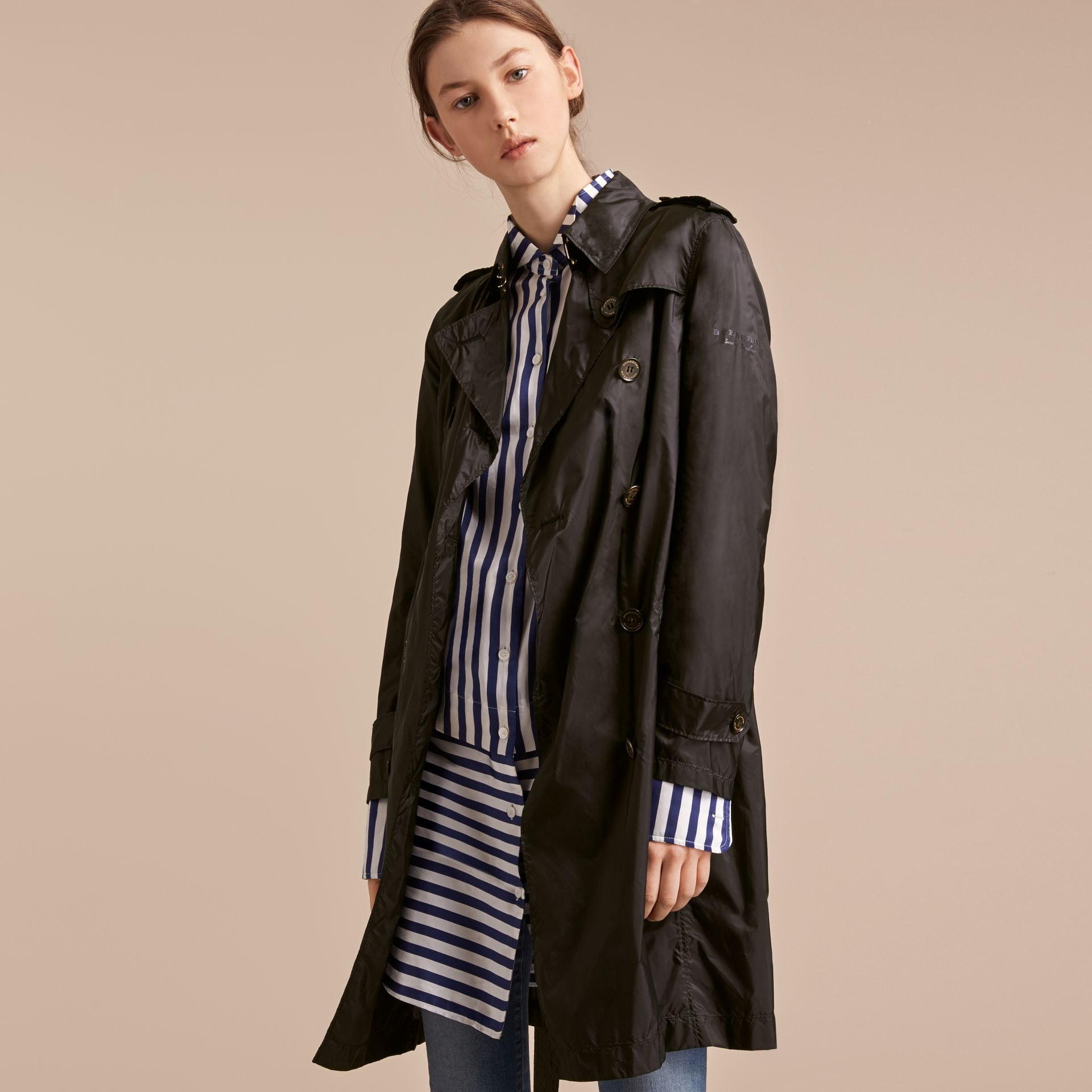 Super-lightweight Trench Coat in Black - Women | Burberry - gallery image 7