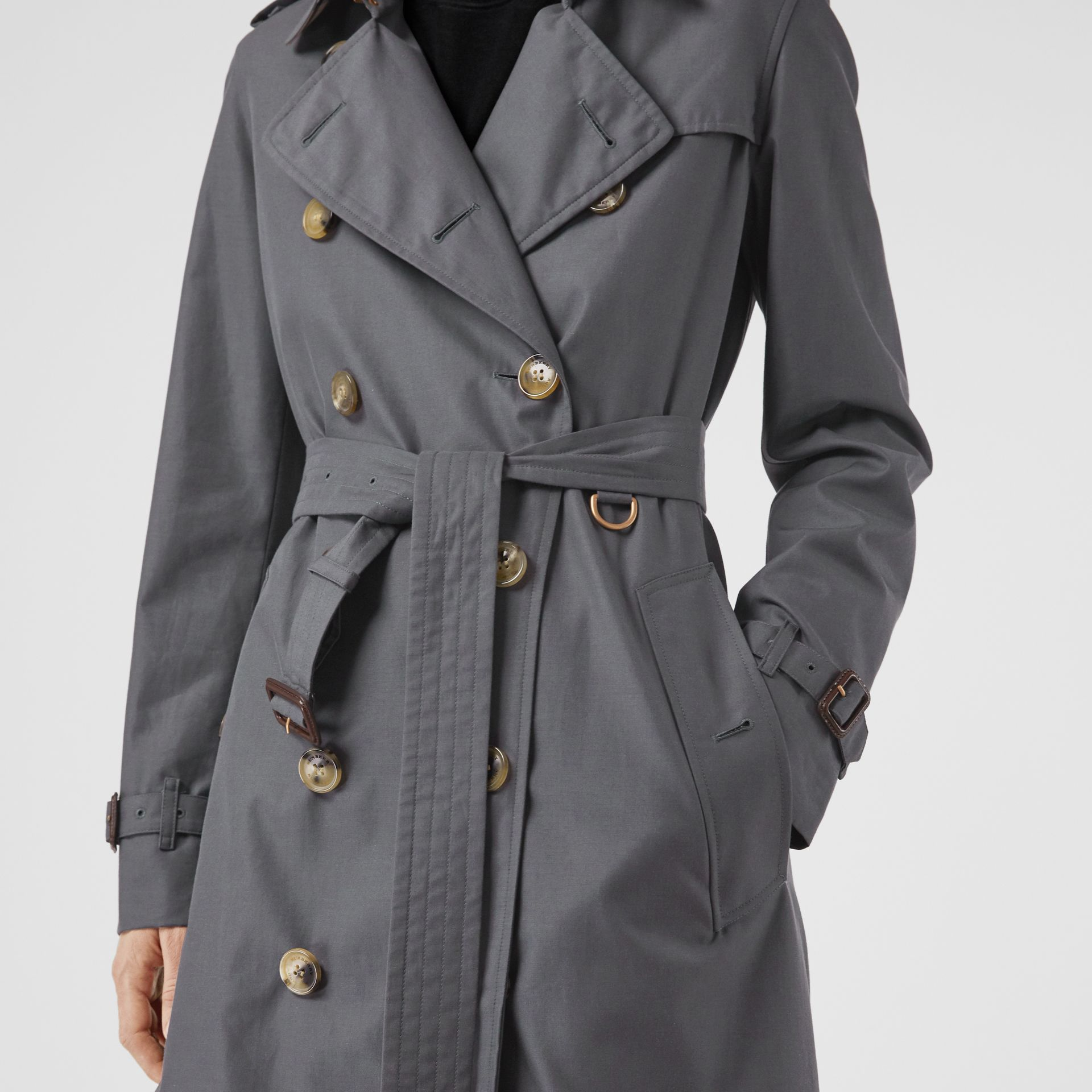 The Kensington Heritage Trench Coat in Mid Grey - Women | Burberry United Kingdom - gallery image 1