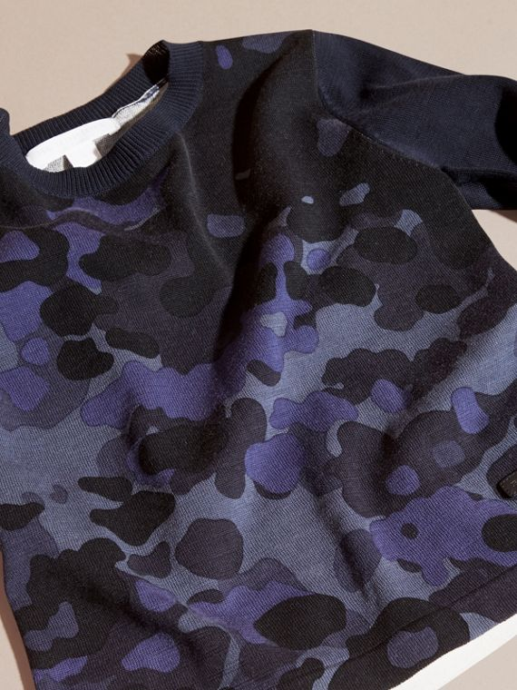 Navy Pullover girocollo in cotone con stampa camouflage - cell image 2