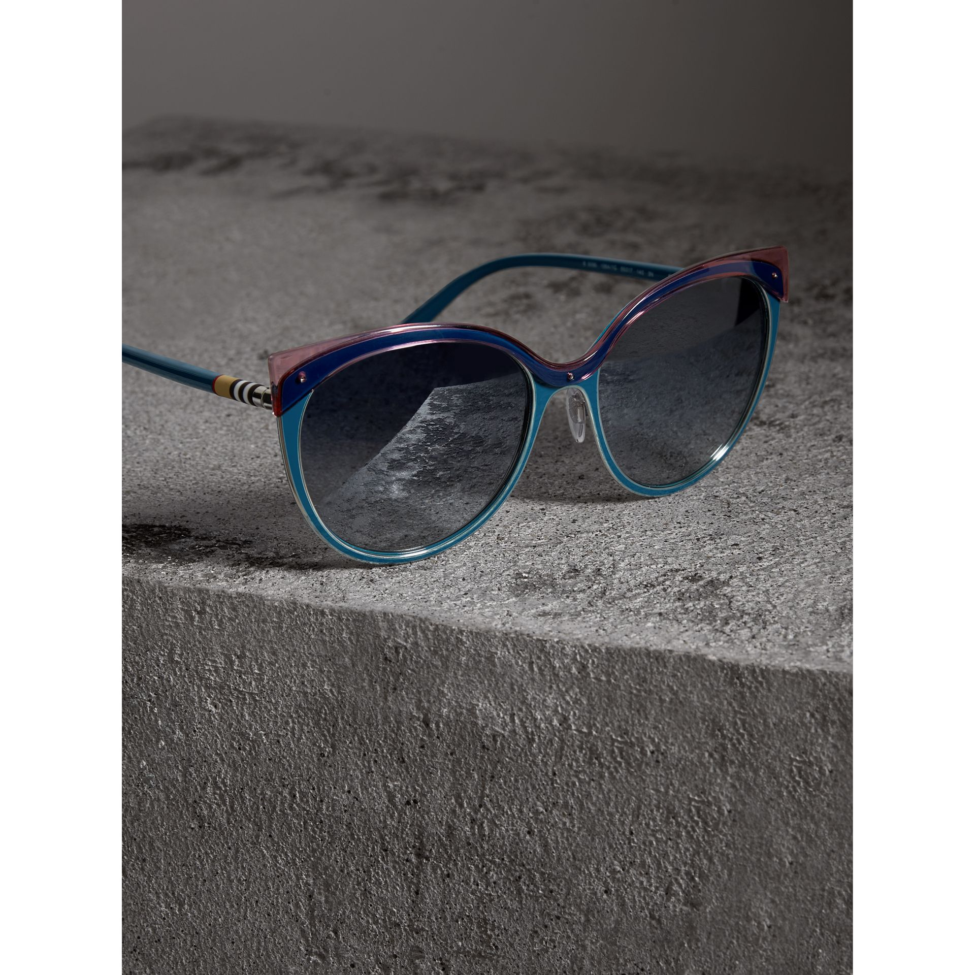 Two-tone Cat-eye Frame Sunglasses in Violet Blue - Women | Burberry Canada - gallery image 2