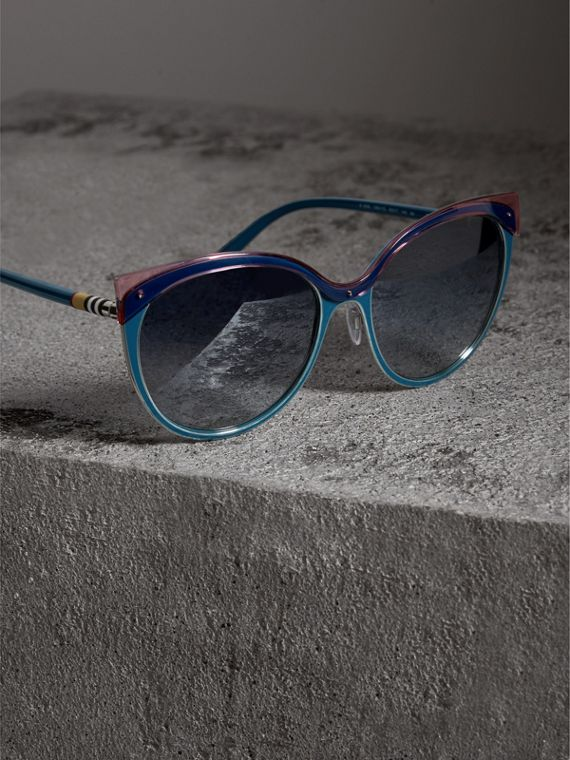 Two-tone Cat-eye Frame Sunglasses in Violet Blue - Women | Burberry - cell image 2