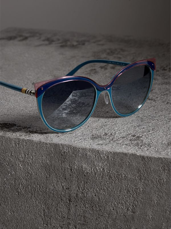 Two-tone Cat-eye Frame Sunglasses in Violet Blue - Women | Burberry Singapore - cell image 2