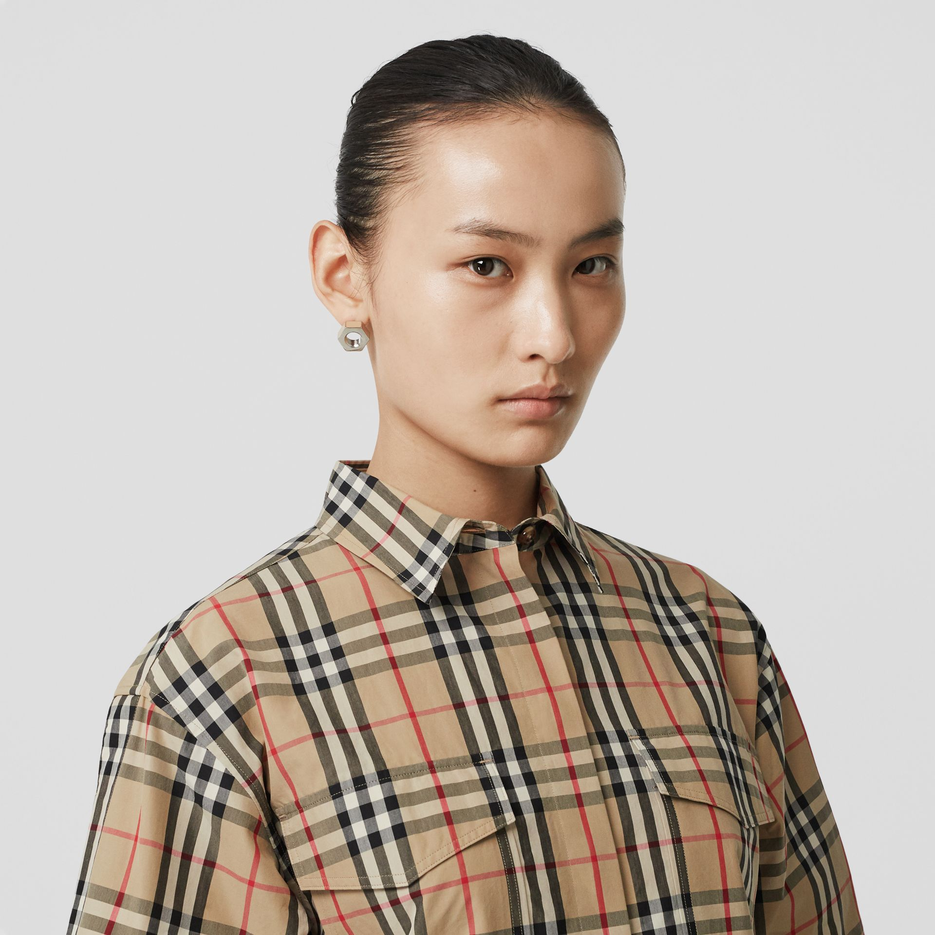 Short-sleeve Vintage Check Cotton Oversized Shirt in Archive Beige - Women | Burberry Canada - gallery image 1