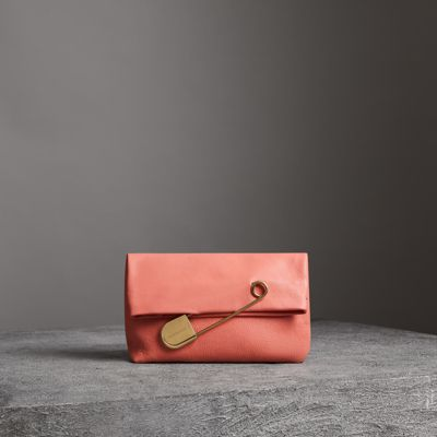 The Medium Pin Clutch In Leather in Pink