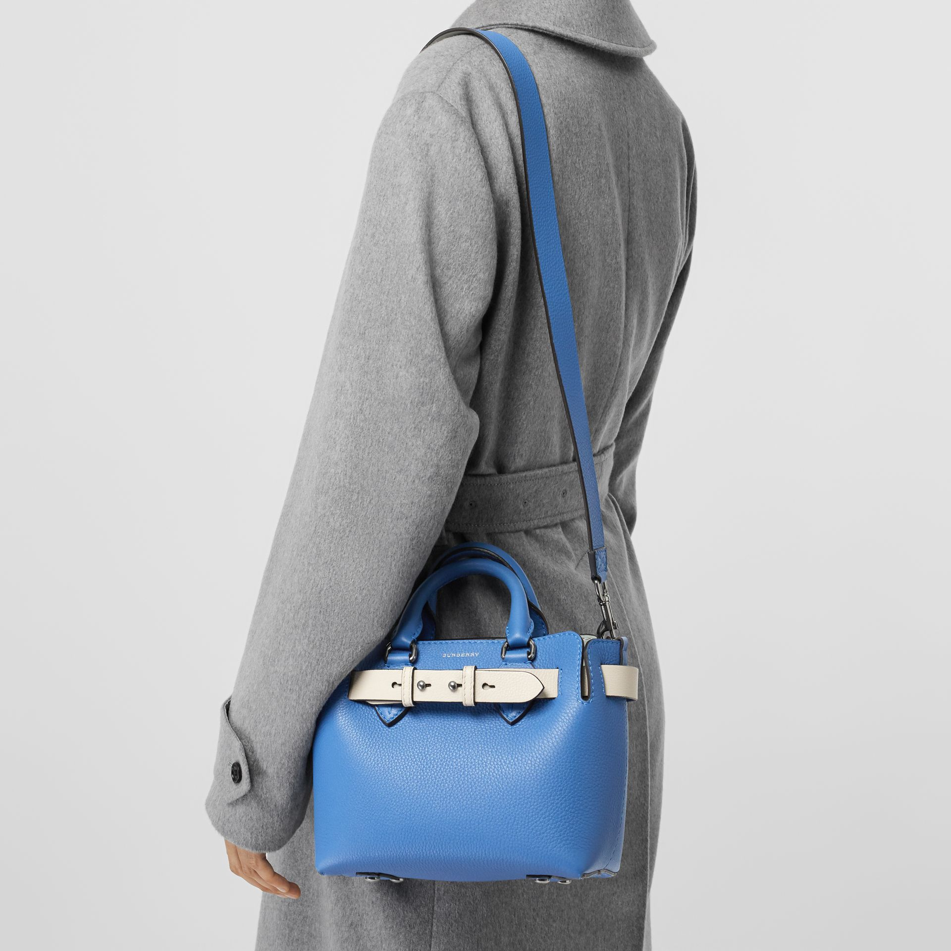 Borsa The Belt mini in pelle (Blu Ortensia) - Donna | Burberry - immagine della galleria 3