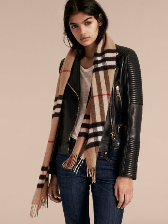 The Classic Cashmere Scarf in Check in Camel - cell image 2