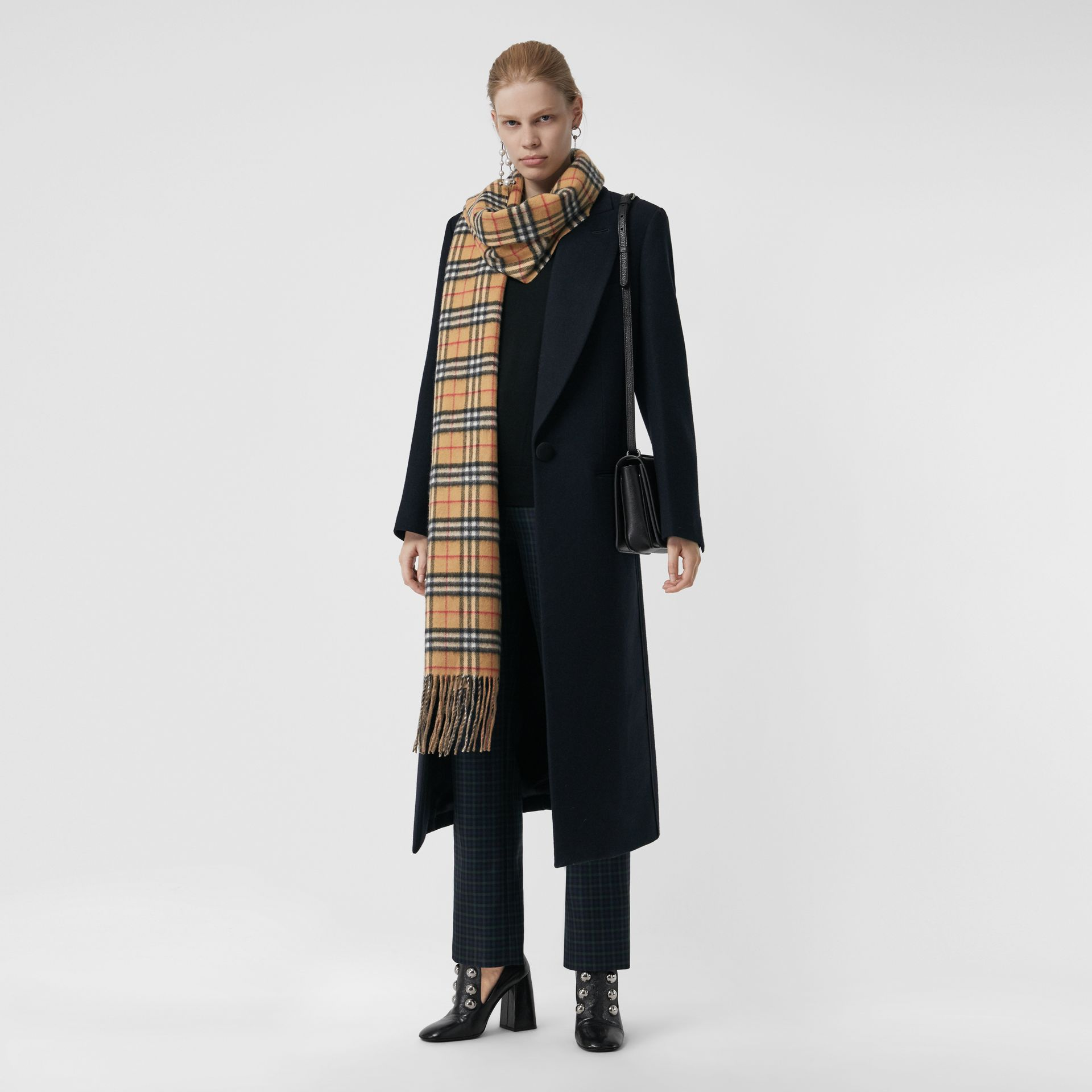 Long Reversible Vintage Check Double-faced Cashmere Scarf in Sandstone | Burberry Canada - gallery image 2
