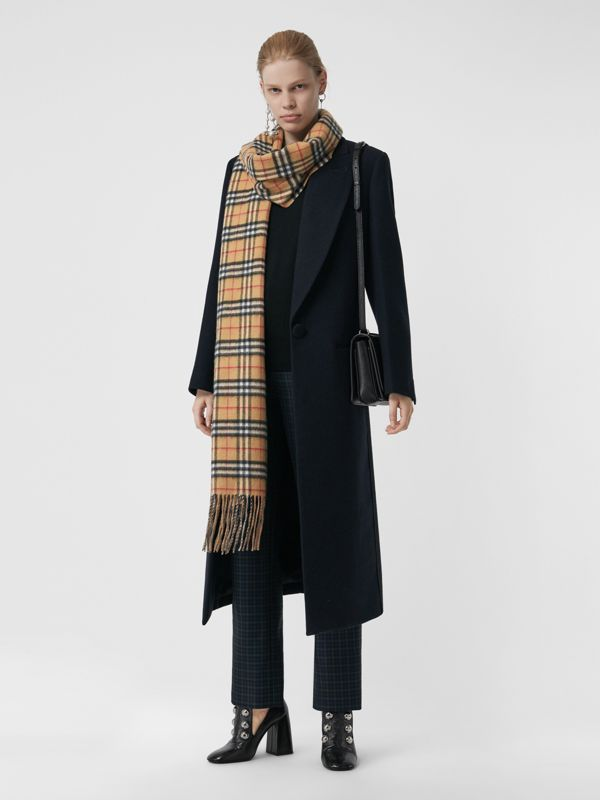 Long Reversible Vintage Check Double-faced Cashmere Scarf in Sandstone | Burberry - cell image 2