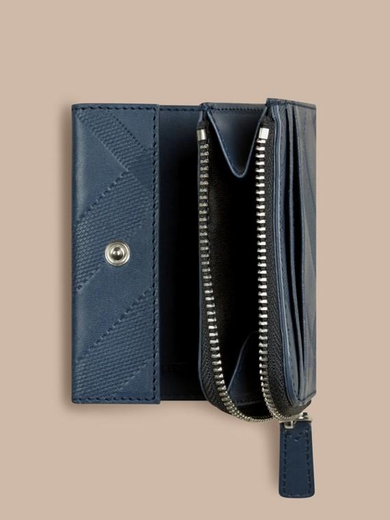 Blu acciaio Portafoglio a libro in pelle con motivo check in rilievo Blu Acciaio - cell image 3