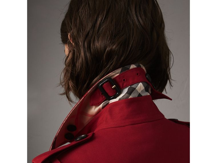 The Sandringham – Short Heritage Trench Coat in Parade Red - Women | Burberry - cell image 1