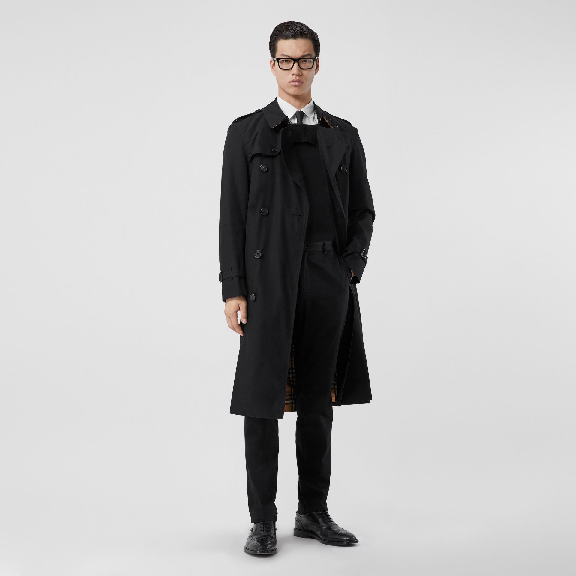 The Long Chelsea Heritage Trench Coat in Black - Men | Burberry - gallery image 0