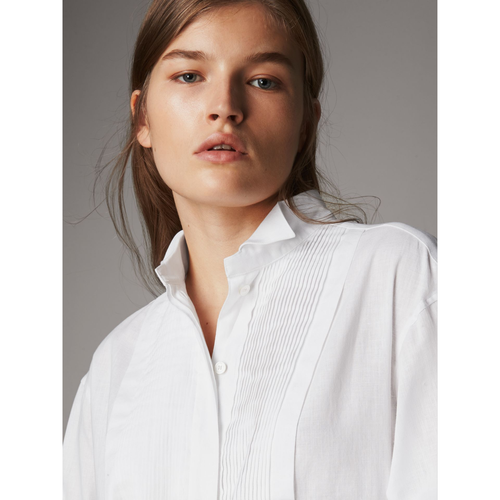 Pintuck Bib Wing Collar Longline Linen Cotton Shirt in White - Women | Burberry Australia - gallery image 2