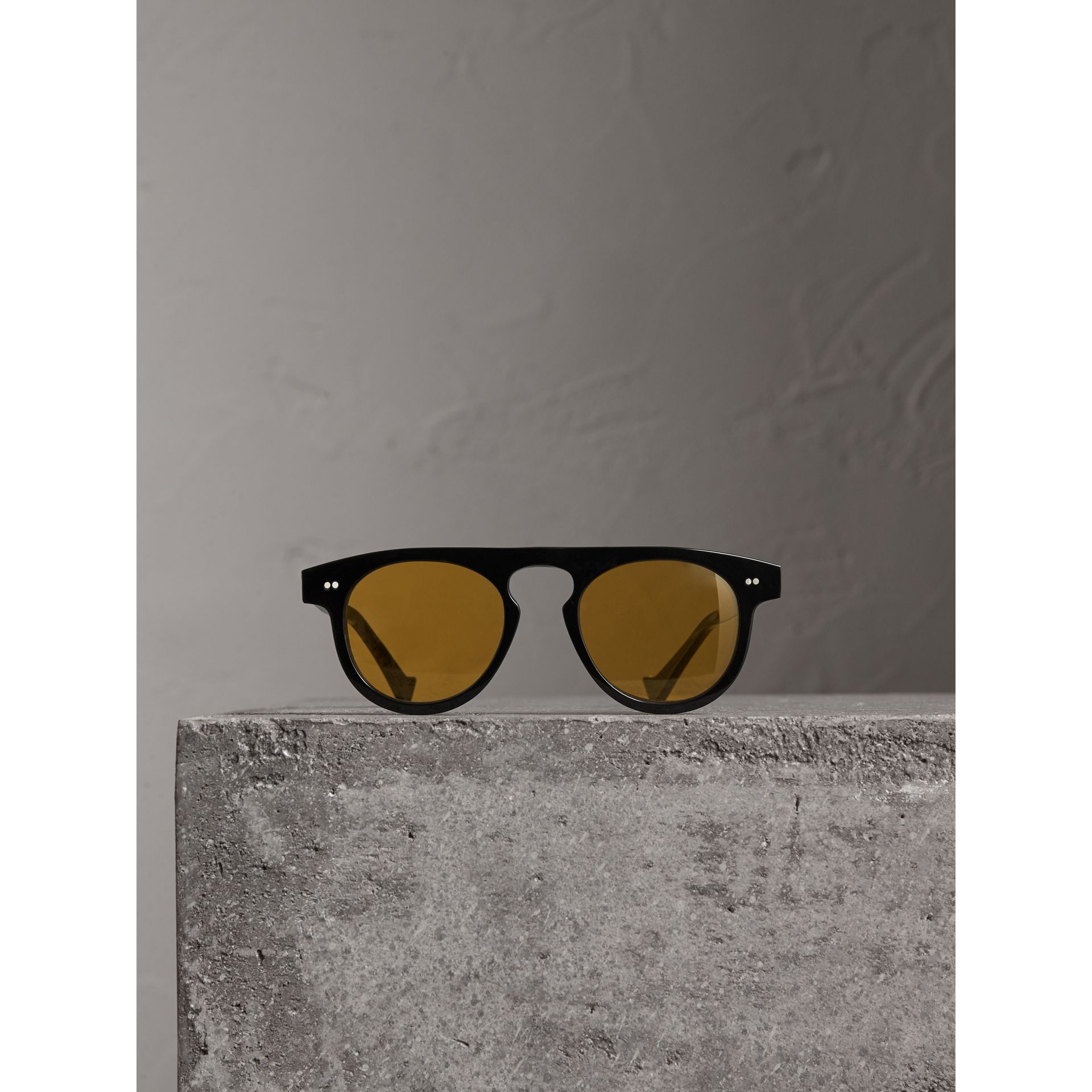 The Keyhole Round Frame Sunglasses in Black/yellow | Burberry United Kingdom - gallery image 3