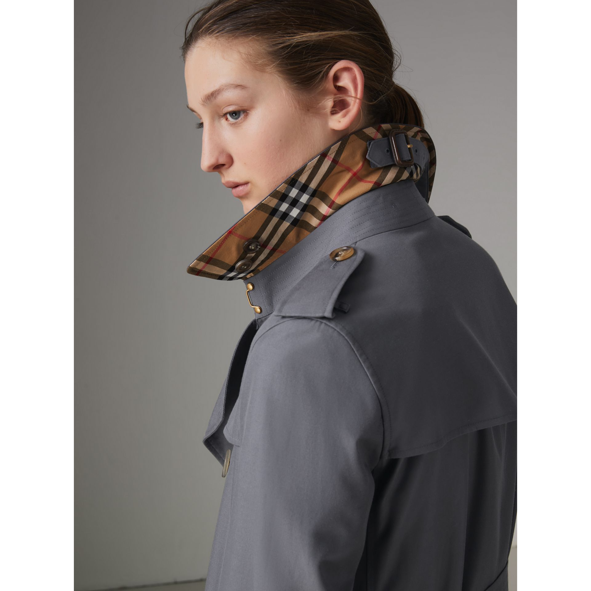 The Kensington – Trench Heritage long (Gris Moyen) - Femme | Burberry - photo de la galerie 4