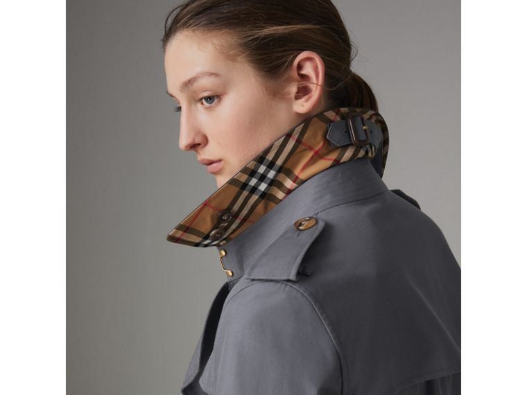 The Long Kensington Heritage Trench Coat in Mid Grey - Women | Burberry - cell image 4