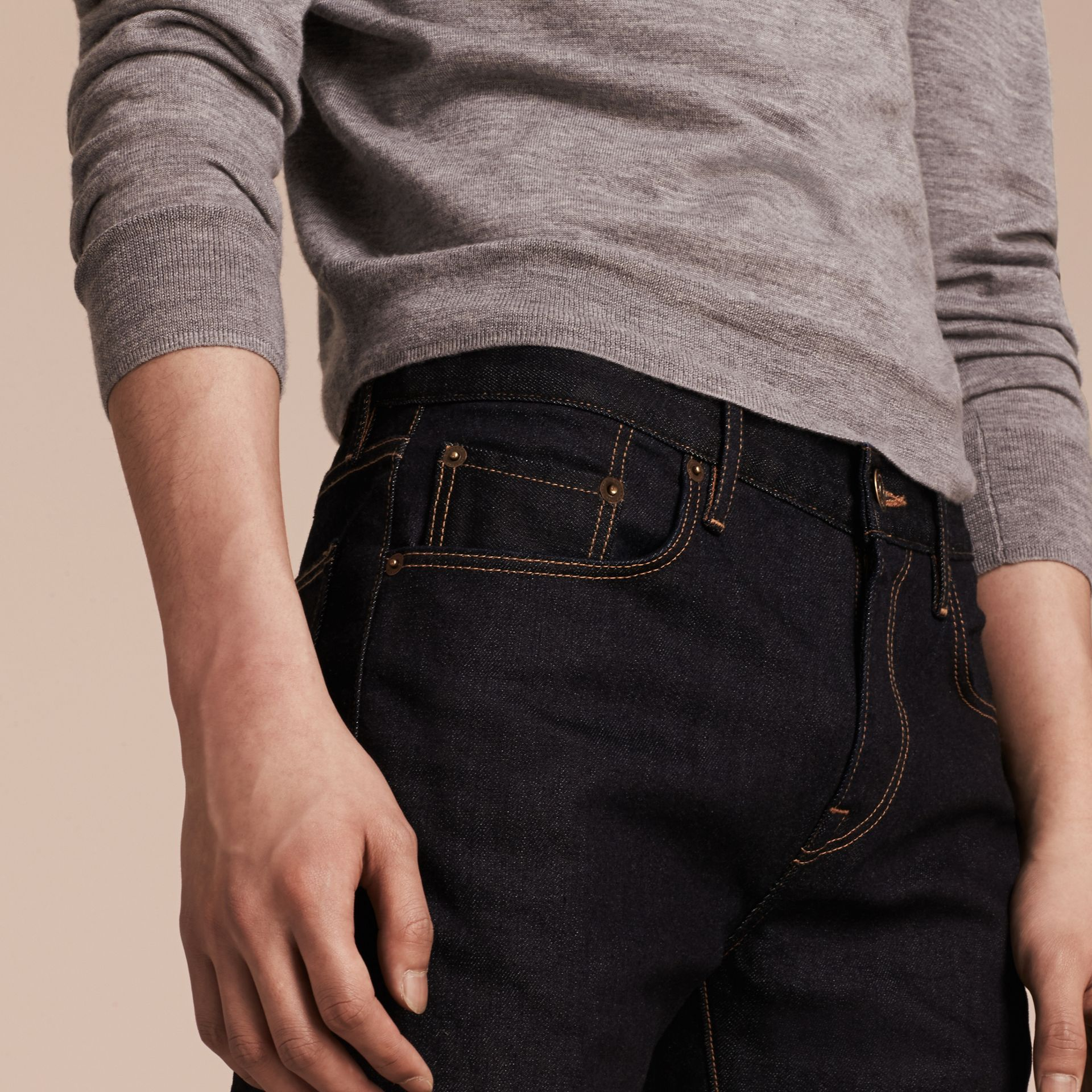 Indigo sombre Jean slim en denim selvedge japonais extensible - photo de la galerie 5