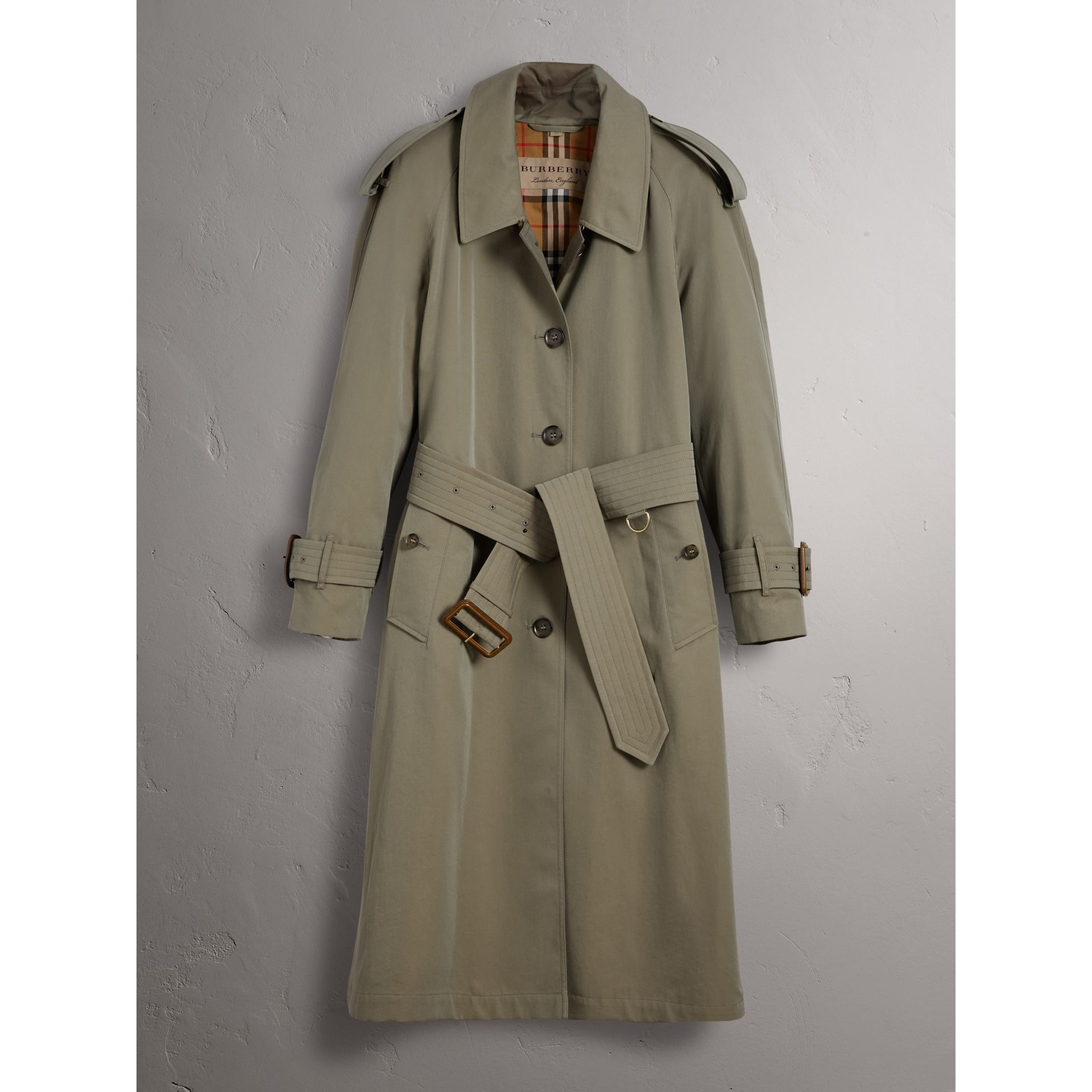 Trench-coat en gabardine tropicale - Femme | Burberry - photo de la galerie 4