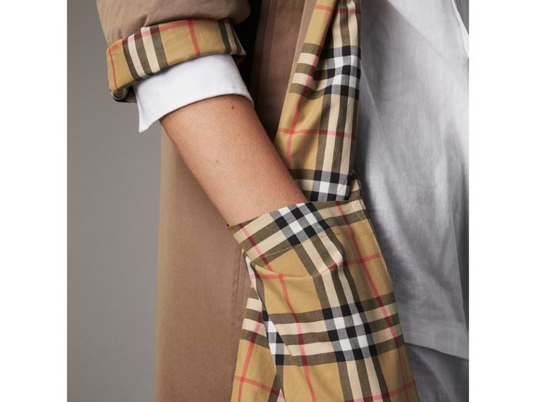 The Camden – Long Car Coat in Taupe Brown - Women | Burberry - cell image 4