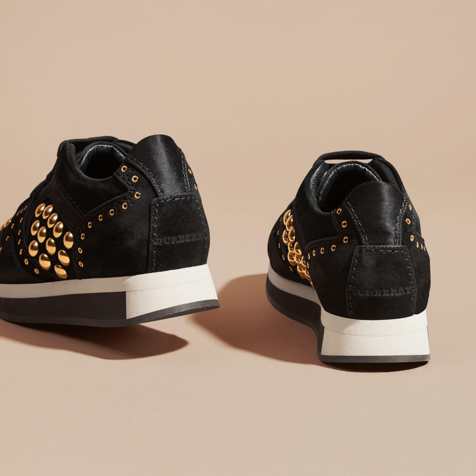 Nero Sneaker Field in pelle scamosciata borchiata Nero - immagine della galleria 4