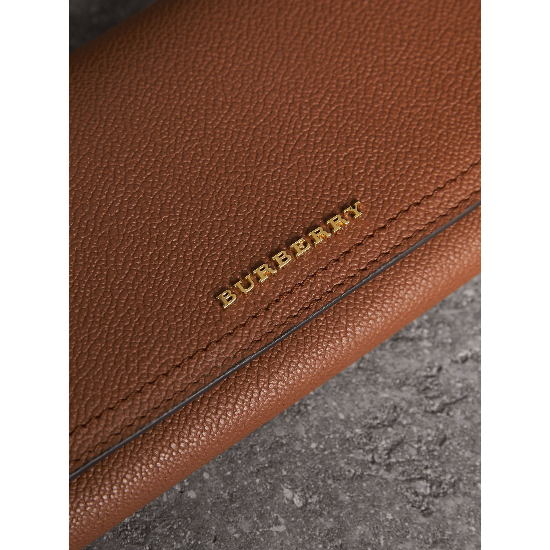 Two-tone Leather Continental Wallet and Coin Case in Bright Toffee/ Multi - Women | Burberry - gallery image 4