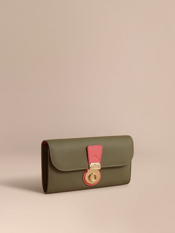 Two-tone Trench Leather Continental Wallet in Moss Green/ Blossom Pink