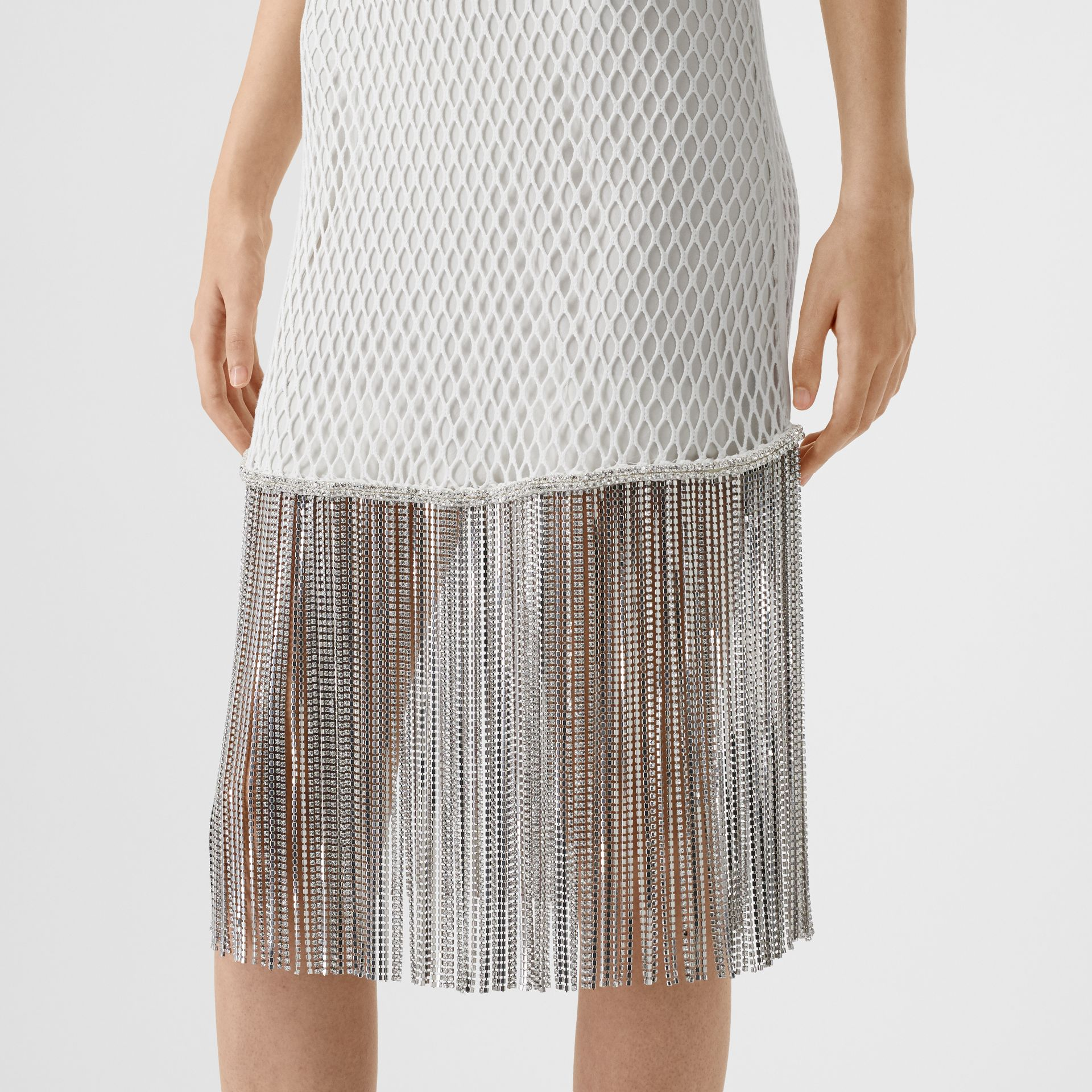 Vestido en malla de algodón con flecos de cristales (Blanco) - Mujer | Burberry - imagen de la galería 4