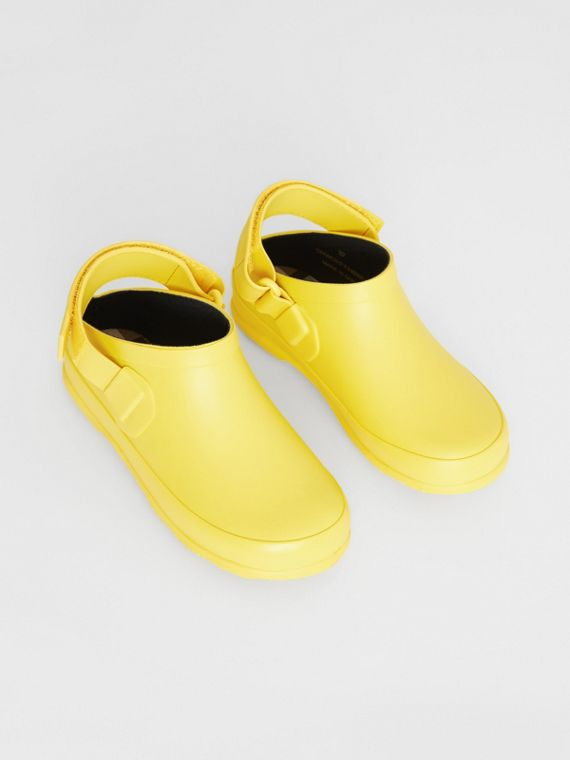 Check Detail Rubber Sandals in Citron