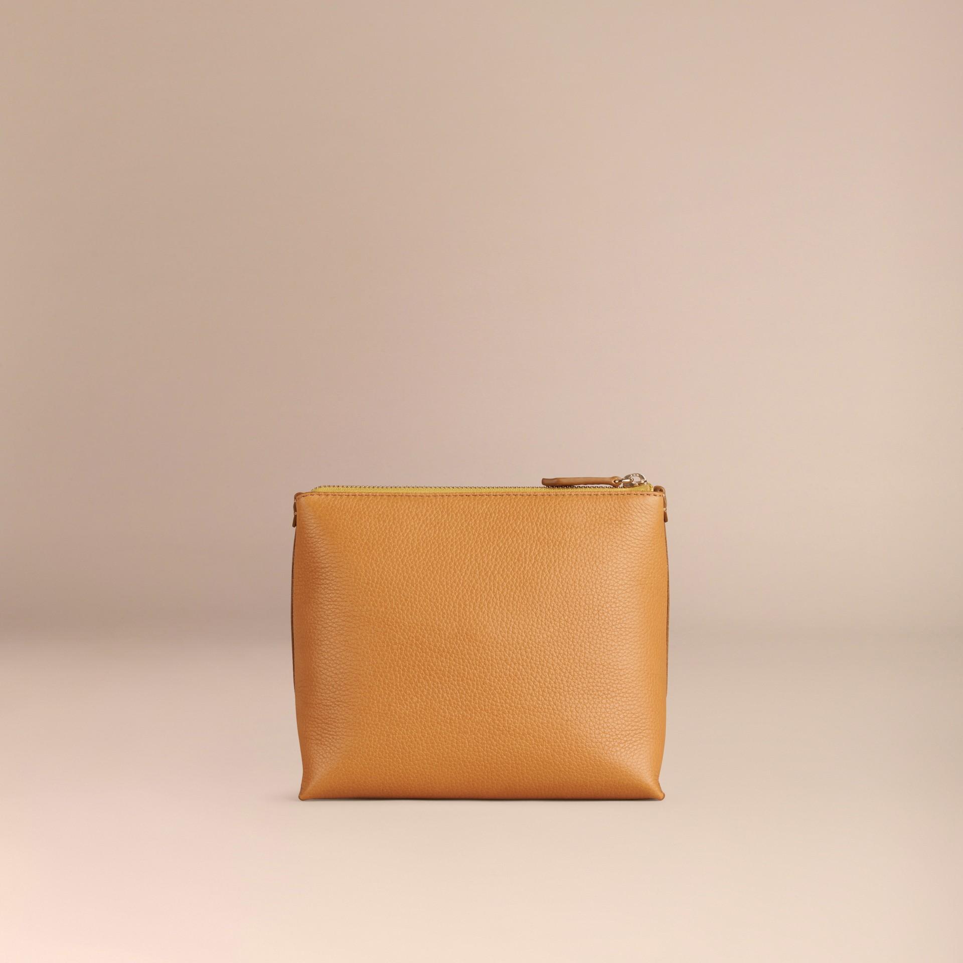 Jaune ocre Pochette zippée en cuir grainé Jaune Ocre - photo de la galerie 4