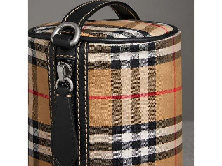 The Small Barrel Bag aus Vintage Check-Gewebe und Leder (Antikgelb) - Damen | Burberry - cell image 1