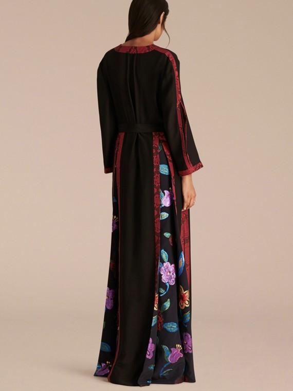 Preto Vestido envelope longo de seda com detalhes em fil coupé floral - cell image 2