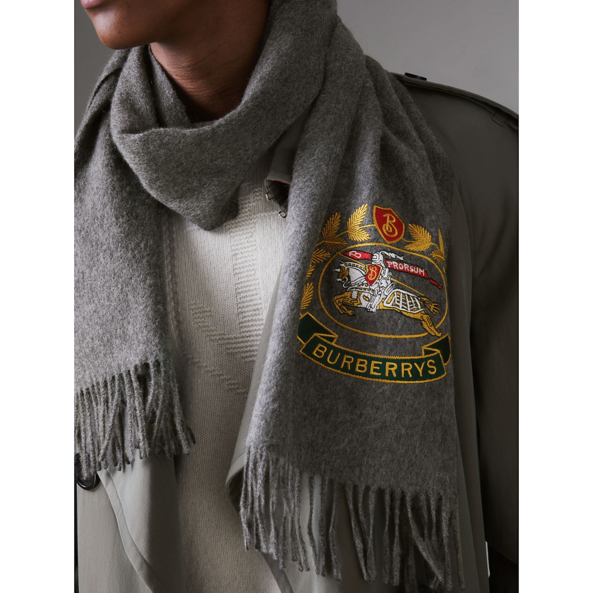 The Classic Cashmere Scarf with Archive Logo in Mid Grey | Burberry - gallery image 5