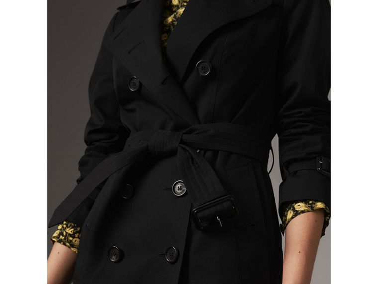 The Sandringham – Mid-Length Heritage Trench Coat in Black - Women | Burberry Hong Kong - cell image 4