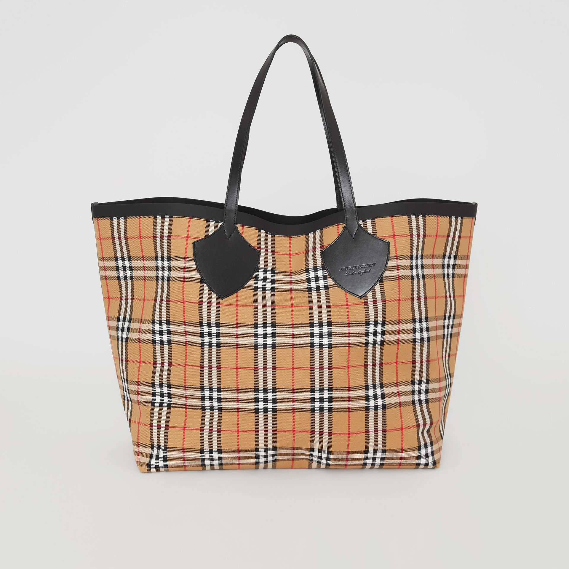 The Giant Tote aus Baumwolle in Vintage Check (Antikgelb) | Burberry - Galerie-Bild 0
