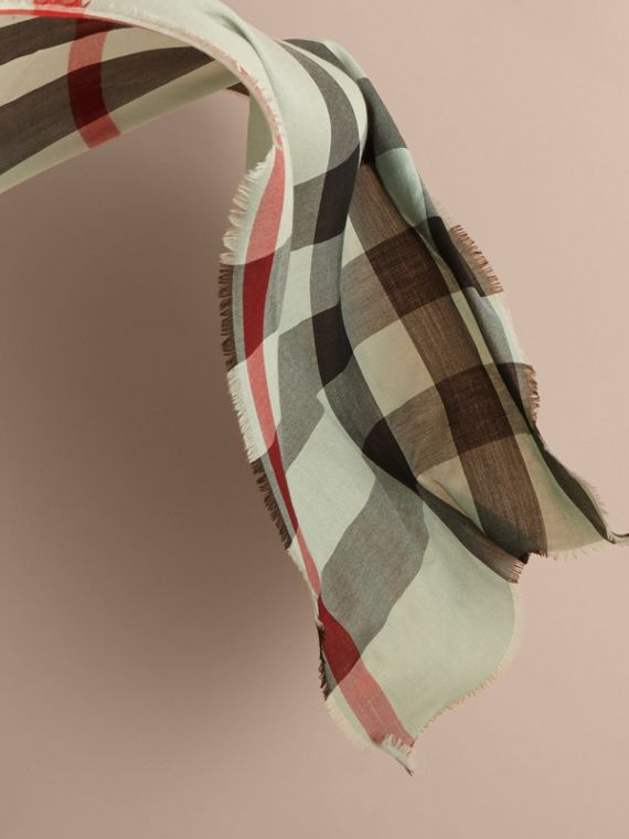 The Lightweight Cashmere Scarf in Ombré Check in Apple Green | Burberry - cell image 3
