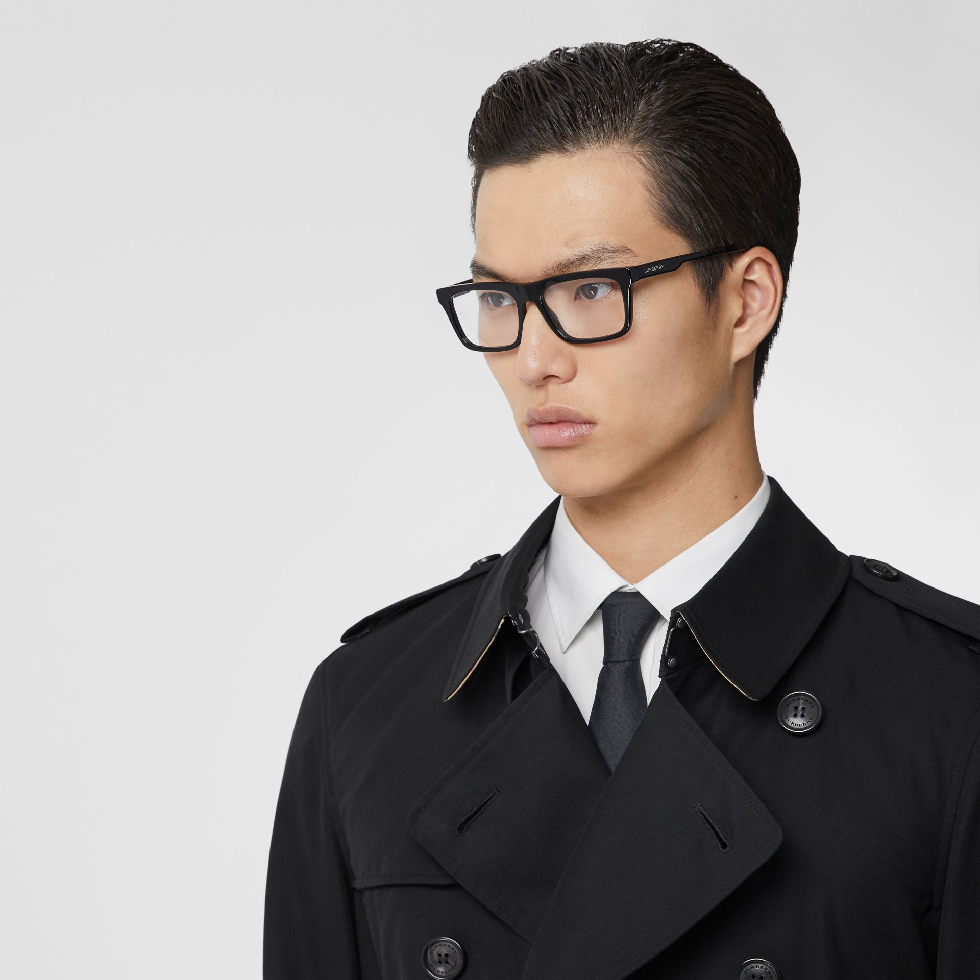 The Long Chelsea Heritage Trench Coat in Black - Men | Burberry - gallery image 1