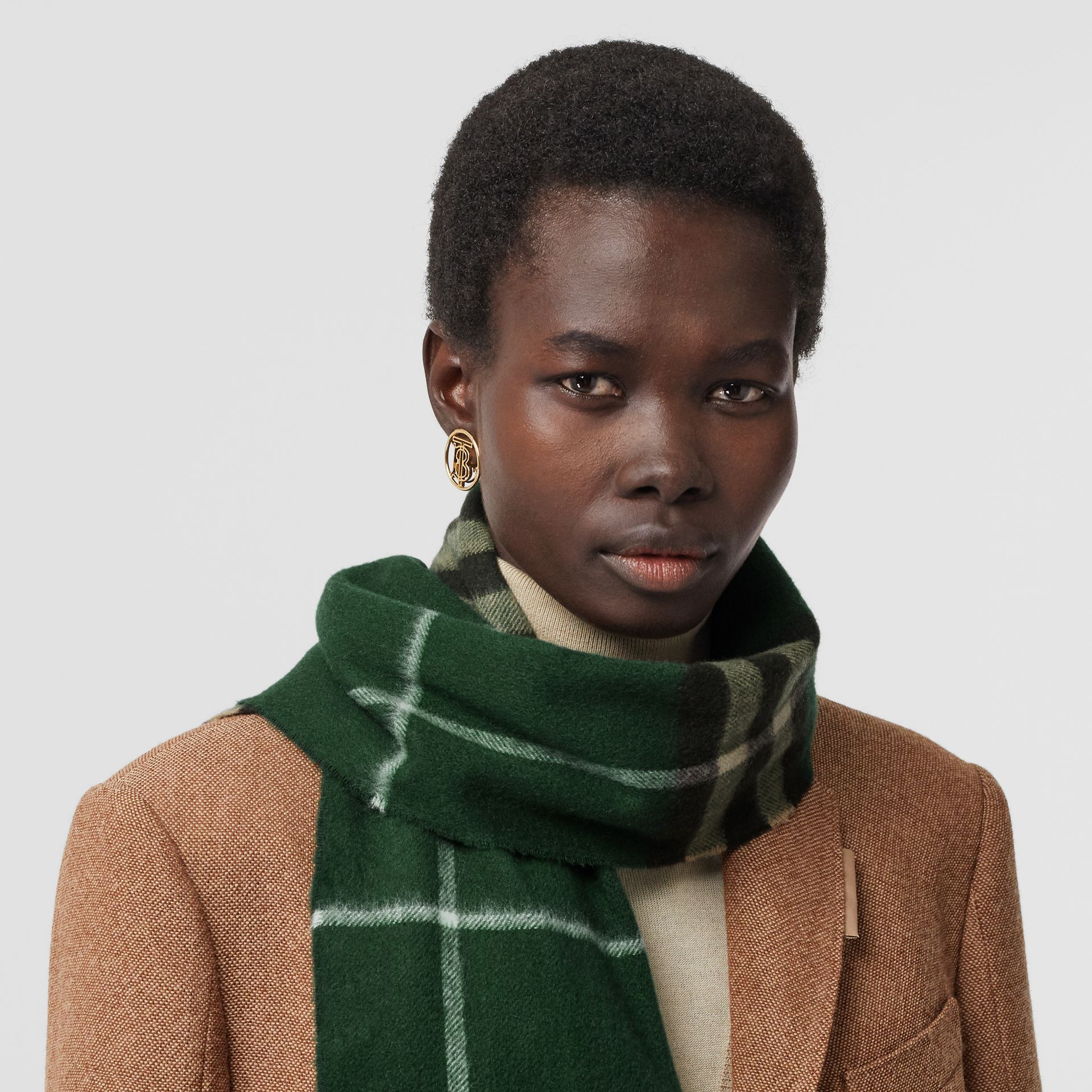 The Classic Check Cashmere Scarf in Dark Pine Green | Burberry - gallery image 2