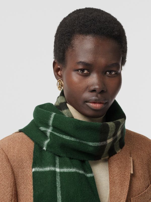 The Classic Check Cashmere Scarf in Dark Pine Green | Burberry - cell image 2