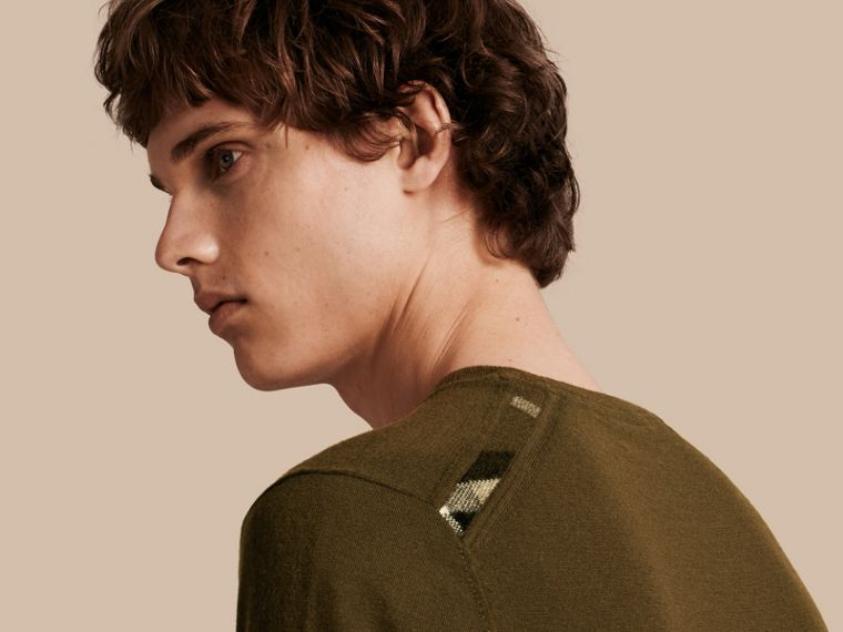Military olive Lightweight Crew Neck Cashmere Sweater with Check Trim Military Olive - cell image 4