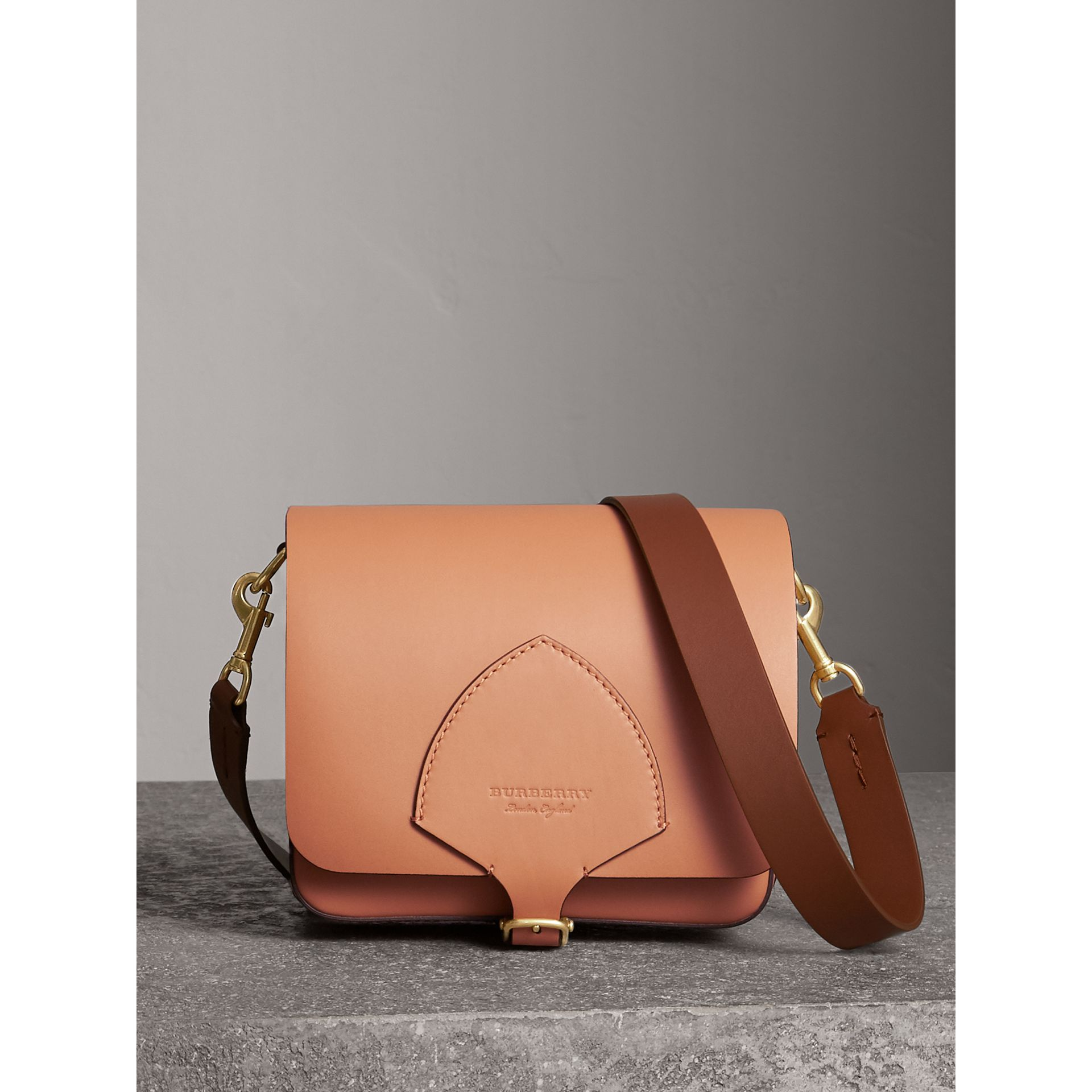 Sac The Satchel carré en cuir (Camel) - Femme | Burberry - photo de la galerie 0