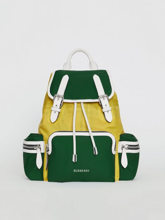 Zaino The Rucksack medio in nylon a blocchi di colore e pelle (Verde Pino)