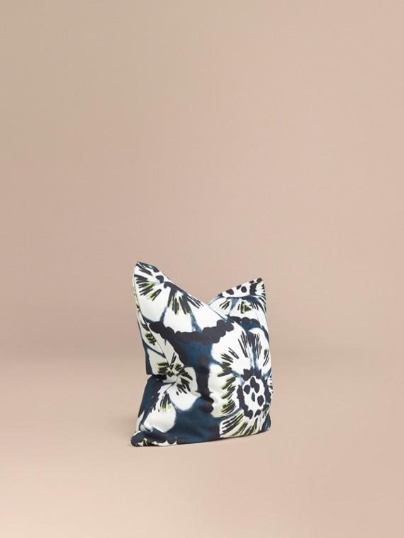 Housse de coussin en coton à motif floral façon tie and dye Bleu Azur Intense