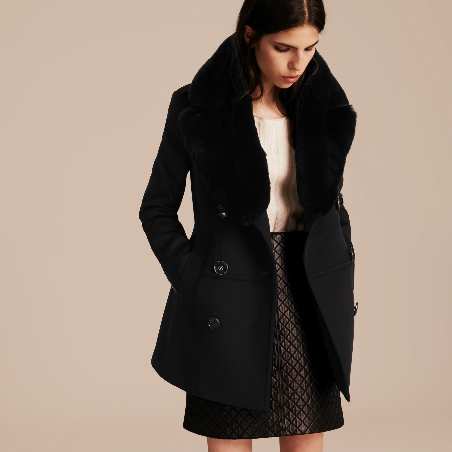 Nero Pea coat in lana e cashmere con collo amovibile in pelliccia - immagine della galleria 7