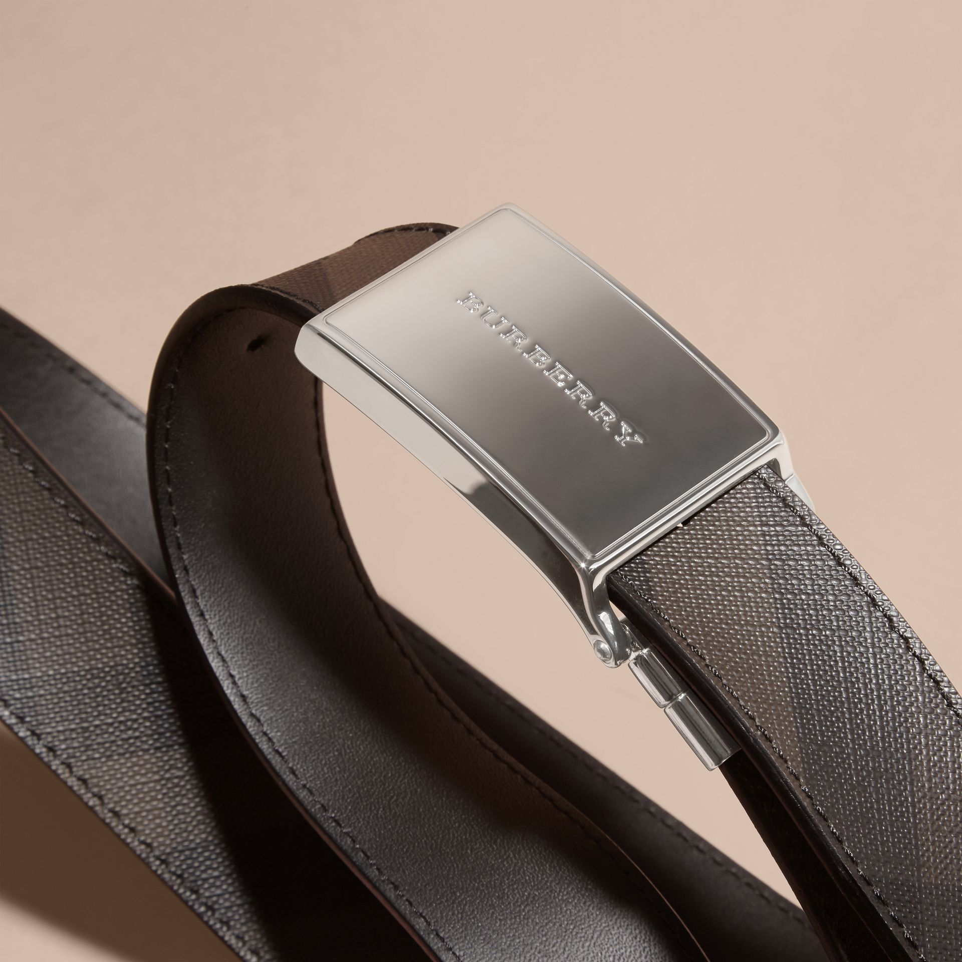 Reversible Smoked Check and Leather Plaque Belt in Black - Men | Burberry - gallery image 3