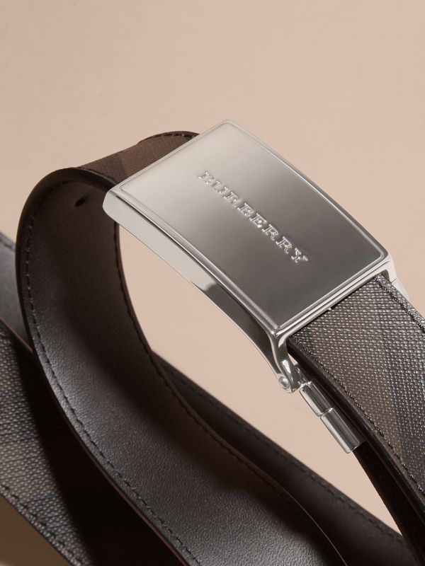 Reversible London Check and Leather Plaque Belt in Black - Men | Burberry United Kingdom - cell image 2