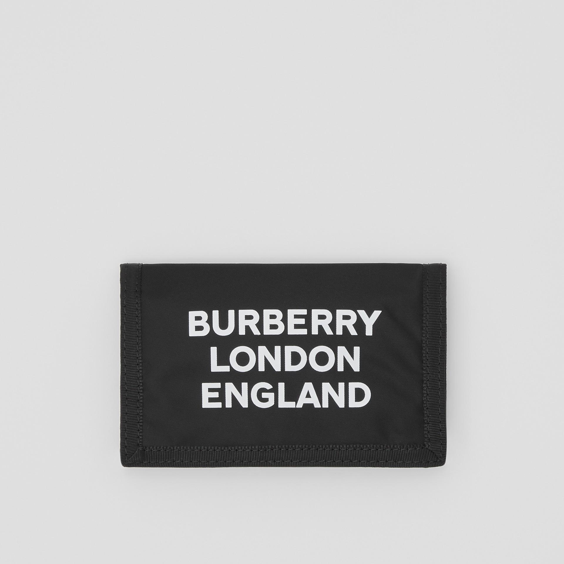 Carteira de viagem de nylon com estampa de logotipo (Preto/branco) | Burberry - galeria de imagens 0