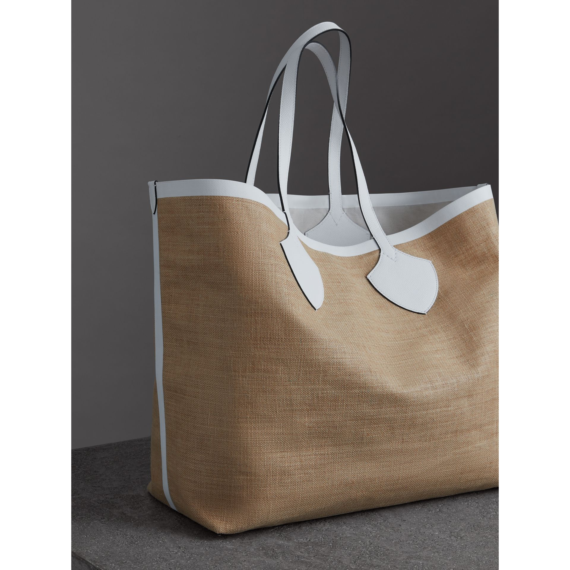 The Giant Tote in Logo Print Jute in Chalk White - Women | Burberry - gallery image 4