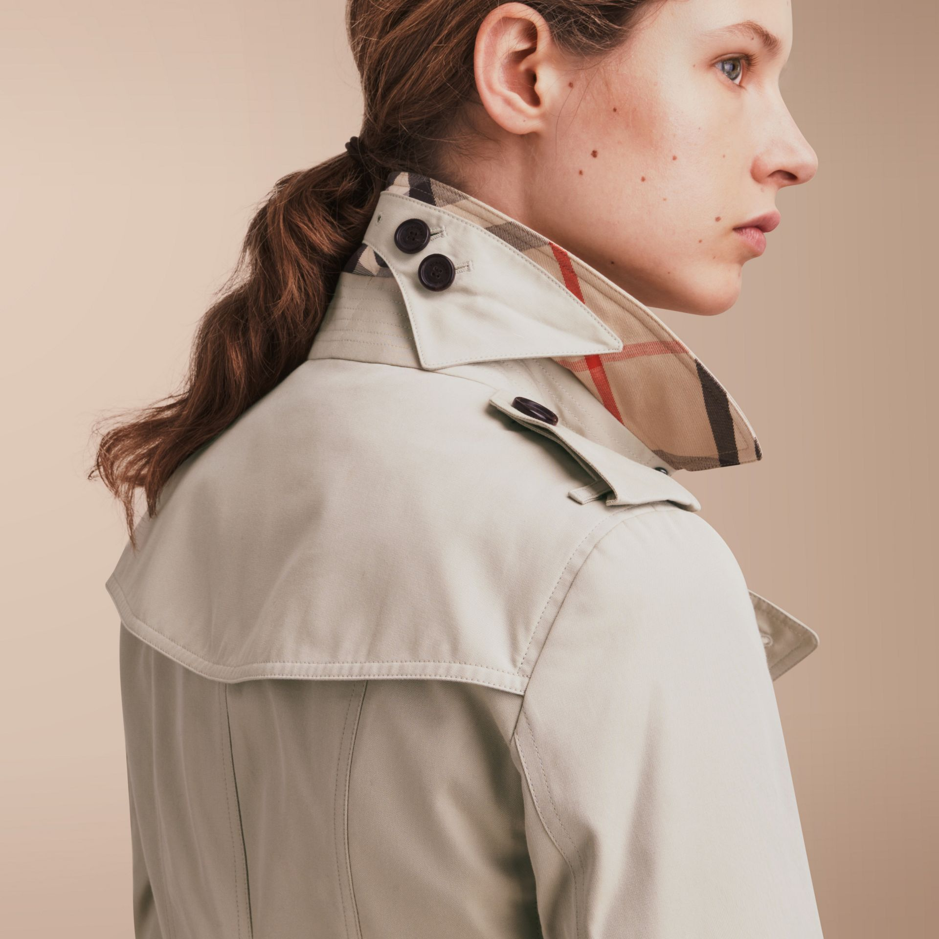 The Sandringham – Long Heritage Trench Coat in Stone - Women | Burberry - gallery image 5